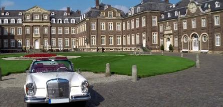 Schlossgarage Südkirchen - Mercedes vor Schloss Nordkirchen
